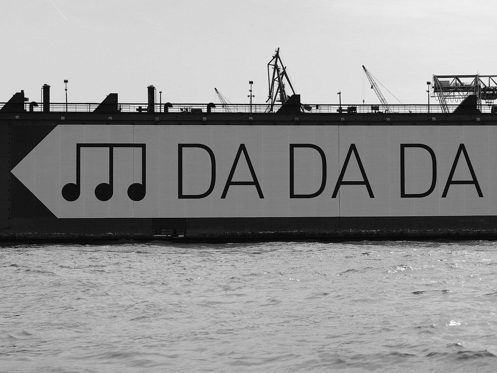 """""""Dezenter"""" Hinweis auf die neue Elbphilharmonie"""